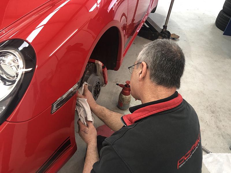 Porsche Brake Caliper Painting